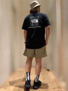 ノースフェイスtシャツの休日スタイルコーデ